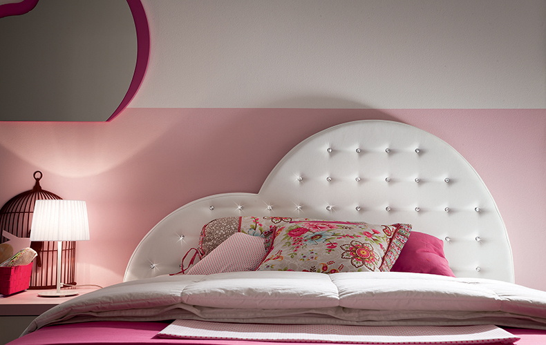 Cameretta rosa con Letto a Forma di cuore arricchito da Swarovski