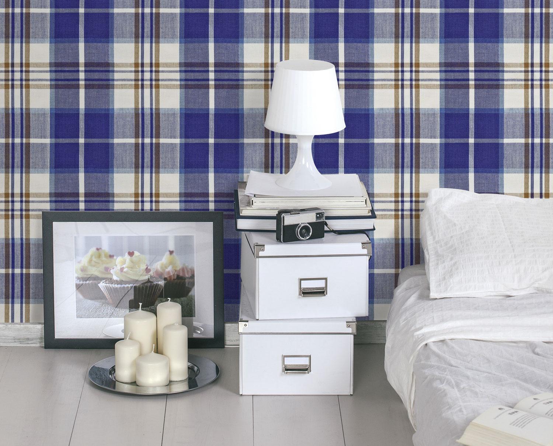 Un Volo nel sapore scozzese con la carta da parati Blu e bianca.. Easy lo stile... giovane l'idea