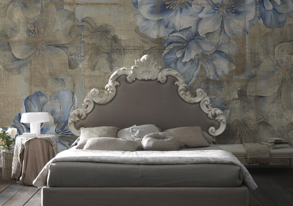 tappezzeria a tema floreale per camera da letto