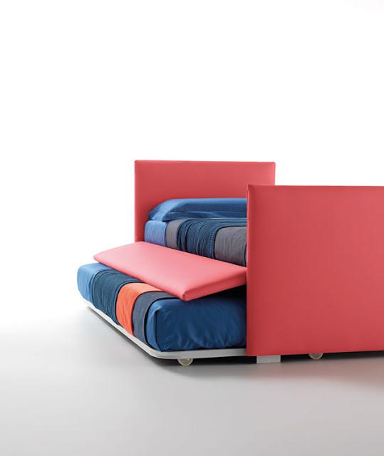 divano letto rosso con rete estraibile