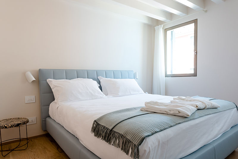 camera da letto firmata Bolzan a Venissa